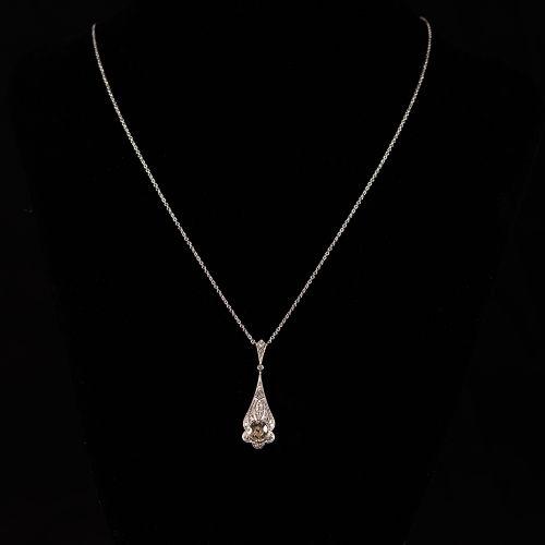 Collier en or blanc 585, avec pendentif en or et diamants de 0,7 carat , vers 19…