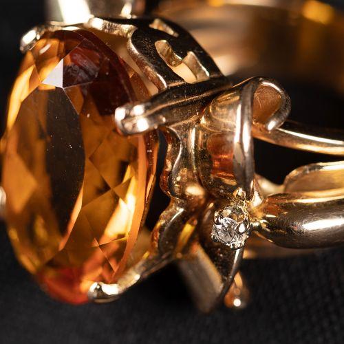 Bague en or jaune 15k, avec deux diamants à cytrine ; vers 1970.