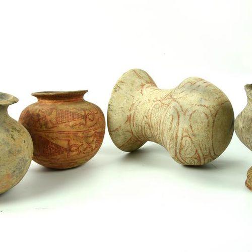 QUATTRO VASI BANG CHIANG DATAZIONE: 600 300 a. C. MATERIA E TECNICA: argilla dep…