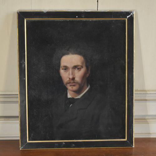 Ecole française du XIXe siècle  Portrait d'homme  Huile sur toile  56 x 47 cm