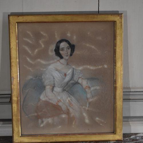 Ecole française vers 1840  Portrait de femme  Pastel  45 x 37 cm