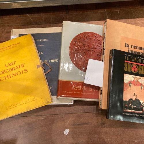 Lot de documentation sur la porcelaine de Chine et du Japon, dont le Sartel.