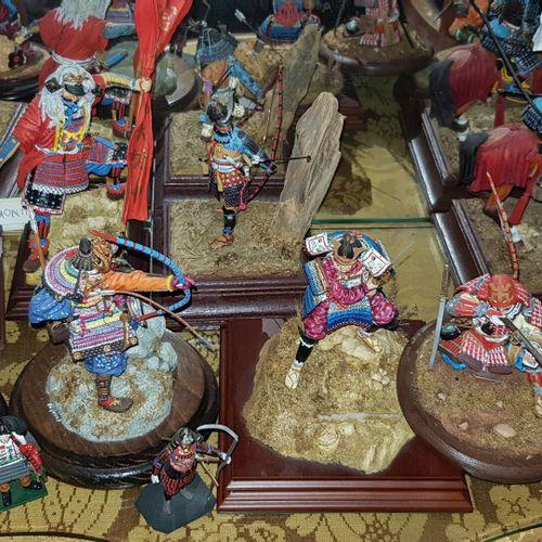 Lot de 10 figurines sujets de guerriers asiatiques (accidents et manques)