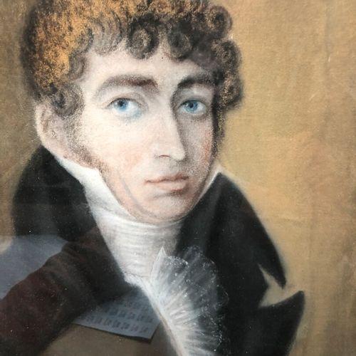 Ecole française dans le goût du début du XIXe siècle  Portrait d'homme aux yeux …