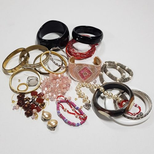 Très important lot de bijoux fantaisie