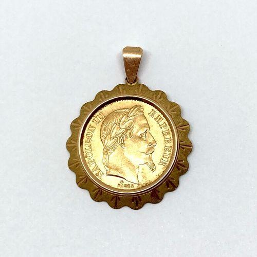 Une pièce de 20 francs or montée en pendentif Napoléon III tête laurée BARRE 186…