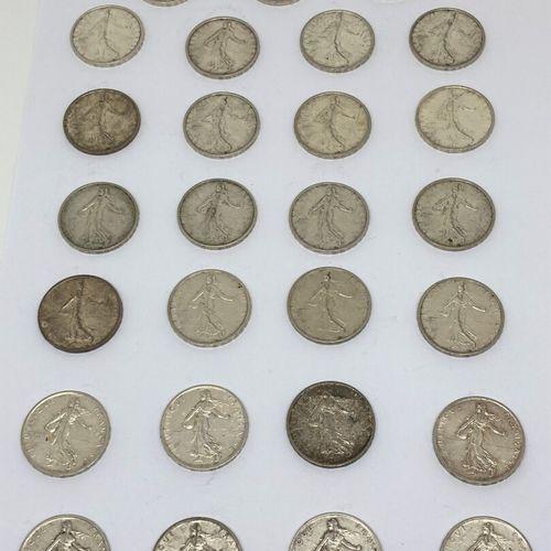 27 pièces de francs  On y joint :  Un ensemble de pièces de circulation