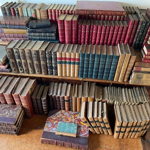 Ensemble de livres reliés et brochés vendu en lots.