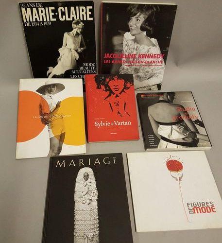 "MODE MODE  7 vol   "" Sylvie Vartan"" Revue de mode, musée Galliera, 2004   "" Figu…"