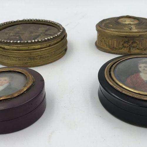 Lot de quatre petites boîtes Lot de quatre petites boîtes   BOITE RONDE en bois …