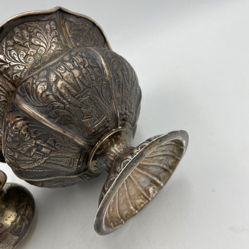 COUPE sur piédouche en argent (DC) à décor de personnages et rinceaux fleuris CO…