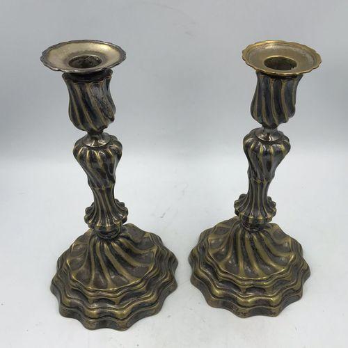 DEUX BOUGEOIRS en bronze argenté, fût et base torsadés, marqie BV couronné gravé…