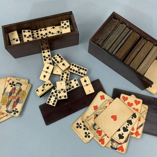 Jeu de Domino os et ébène comprenant 28 dominos dans une boîte en bois exotique …