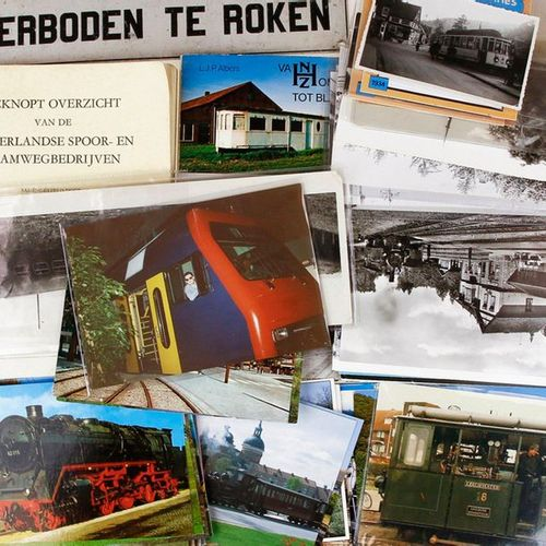 Lot train and tram memorabilia, including booklet 'Van Zomerhuis tot Blauwe Tram…