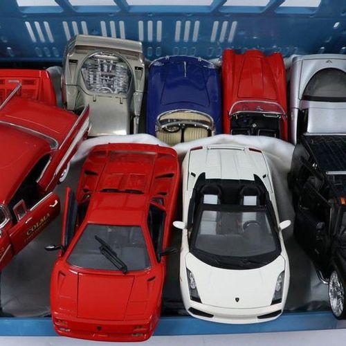 Auto's about 20 model cars, scale 1:18, Burago, Ertl, Maisto etc. Diverse qualit…