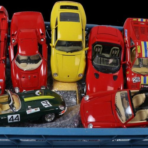 Auto's about 20 model cars, scale 1:18, Burago, Minichamps etc. Many Ferrari div…