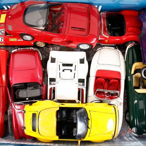 Auto's about 20 model cars, scale 1:18, Burago, Maisto, Tonka etc., many Ferrari…