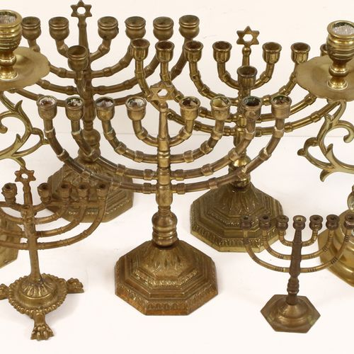Pair of brass Amsterdam candlesticks H. 27 cm, menorah and four chanukia candles…