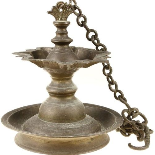 Japanese bronze handle vase H. 23,5 cm and bronze hanging oil lamp H. Ca. 26 cm
