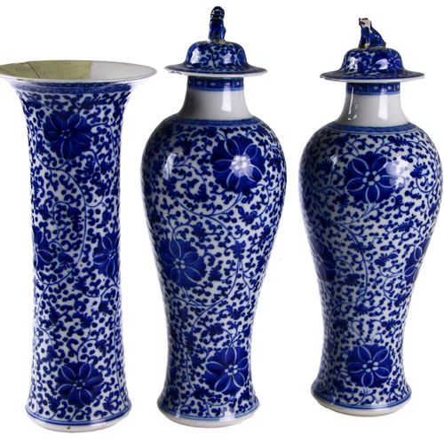 Five piece Chinese porcelain cabinet set with full blue white floral decor, cons…