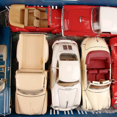Auto's about 20 model cars, scale 1:18, Burago, Maisto etc. Many Porsche and Fer…