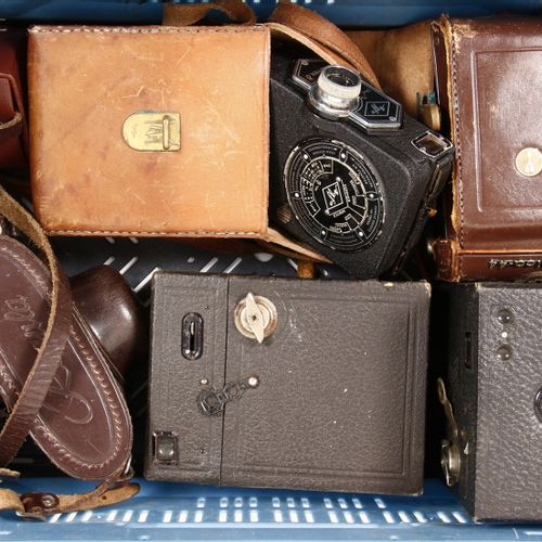Old cameras and exposure meters, including Yashica and Regula, including: film c…