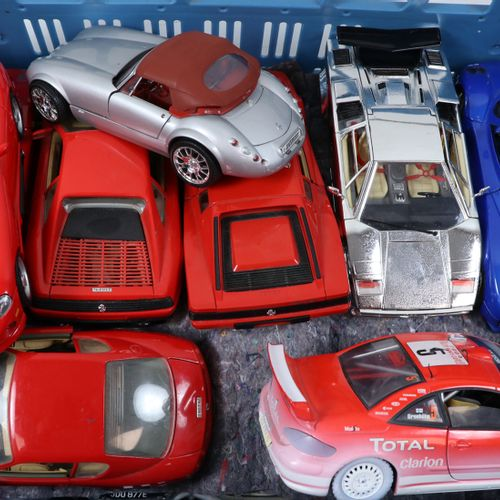 Auto's about 20 model cars, scale 1:18, Burago, Solido etc. Diverse qualities