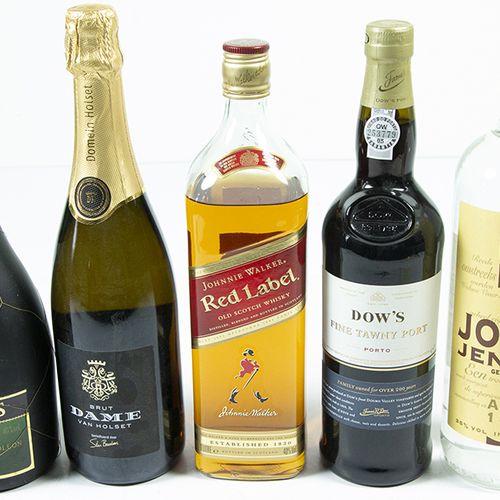 Vins, whisky, etc. Cinq bouteilles : Dow's Fine Tawny Port, Dutch gin, Brut Dame…
