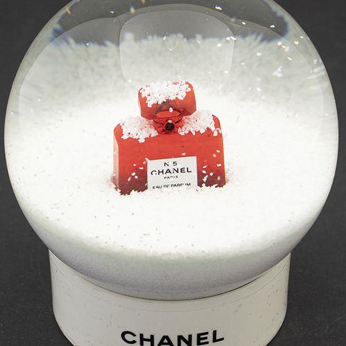 Verrerie Divers Boule à neige en verre sur base ronde en plastique blanc, en boî…