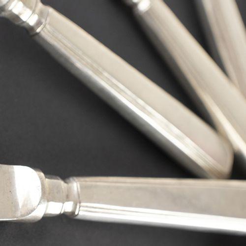 亚洲艺术和物品 中国出口银鱼餐具,包括六把刀和六把叉,每把都标有汉字,中国,约1900年 21和18.5厘米,650克