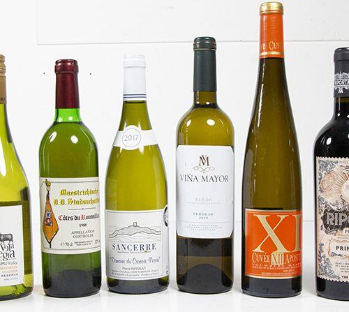 Vins, whisky, etc. Un lot de vin assorti comprenant deux bouteilles de Riporta P…