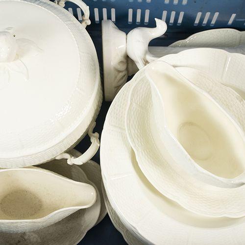 Porcelaine, faïence, etc. Service de vaisselle Wedgwood comprenant douze assiett…