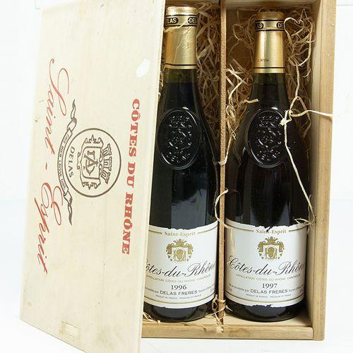 Vins, whisky, etc. Deux bouteilles : Delas Freres, Cotes du Rhone, Saint Esprit …