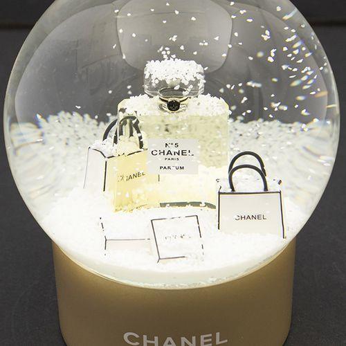 Verrerie Divers Boule à neige en verre sur base ronde en plastique couleur bronz…