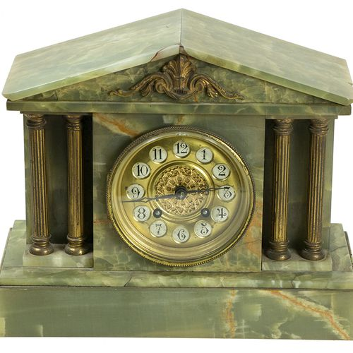 钟表 绿色雪花石膏壁炉钟,约1900年 24.5 x 13.2 x 30.3 cm 缺陷