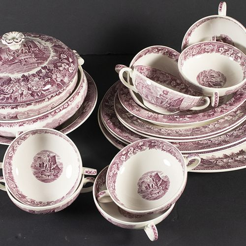 Porcelaine, faïence, etc. Un service de table de 114 pièces de Wedgwood, modèle …