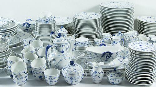 Porcelaine, faïence, etc. Service de table, de dessert, de thé et de café en por…