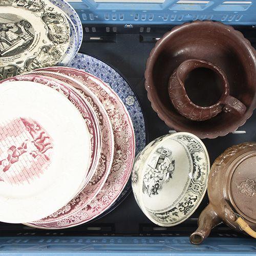 Porcelaine, faïence, etc. Assiettes, bol, théière, etc. En céramique, Sarreguemi…
