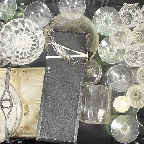 Verrerie Divers Une grande collection de verres, de bols et de plats en cristal,…