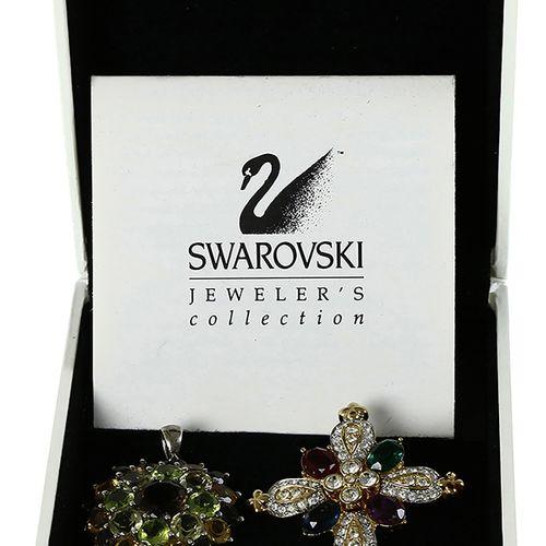 Verrerie Swarovski Swarovski : deux broches, cristal coloré, en boîte