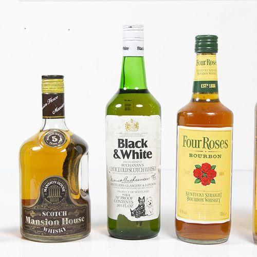 Vins, whisky, etc. Cinq bouteilles de whisky : Scotch Mansion House, 5 ans d'âge…