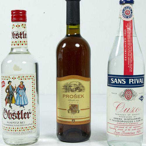 Vins, whisky, etc. Trois bouteilles : Spitz Obstler, Sans Rival Ouzo et Nada Pro…