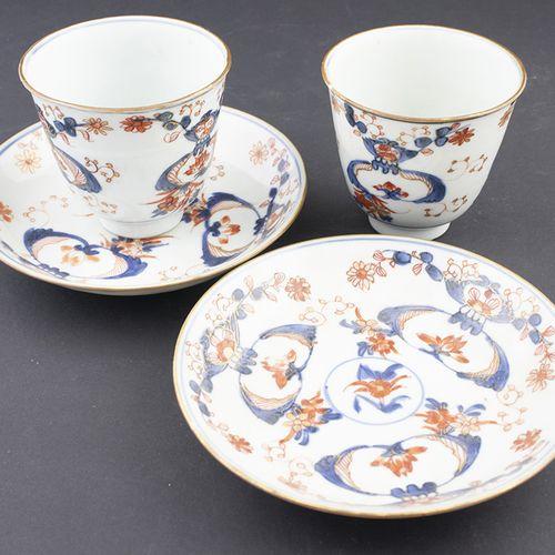 Art et objets d'Asie Paire de tasses et soucoupes Imari à décor floral, Chine, 1…