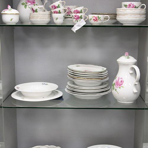 """Porcelaine, faïence, etc. Service partiel en porcelaine de Meissen """"Rote Rose"""" c…"""