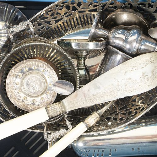 Silver plated and gilt objects A collection of silver plated objects including a…