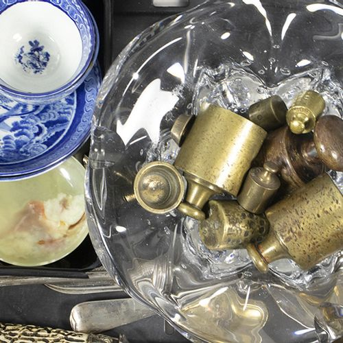 Bric a brac A large crystal ashtray with air bubbles, a honing rod with antler h…
