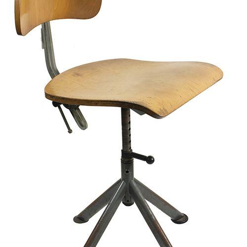 Furniture, mirrors, lamps etc. Stalen en houten bureaustoel met verstelbare zitt…