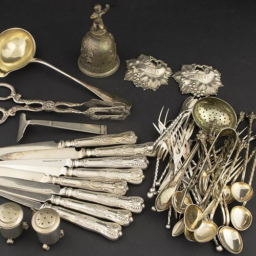 Silver plated and gilt objects Silver plated fruit knives, cake forks, sauce lad…
