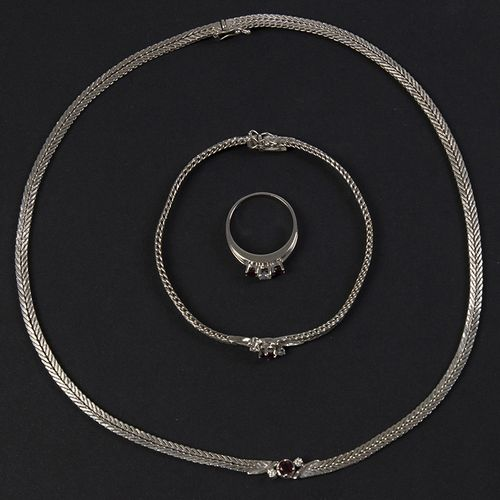 Gold jewellery and objects 14k white gold set consisting of a necklace, bracelet…