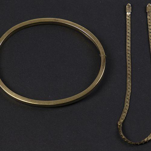 Gold jewellery and objects Bwg bangle bracelet 6,4 cm, 5,9 gr, dented 14k bracel…
